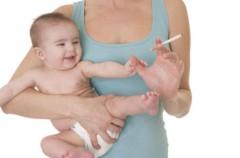 Nicotina en el pelo para los bebés de padres fumadores