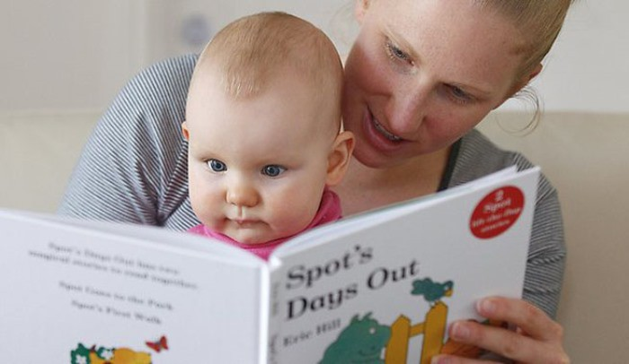 leyendo con el bebé