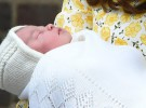 La recién nacida Princesa Carlota de Cambridge, luce moda española