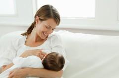 La lactancia materna protege al bebé de la contaminación ambiental