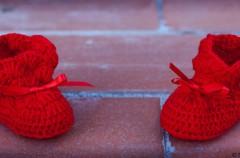 Regalos tradicionales y curiosos para la llegada del bebé