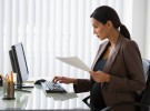 Elegante y cómoda en la oficina estando embarazada