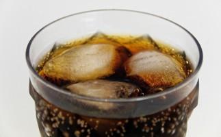 Refrescos con azúcar en el embarazo, sobrepeso para el bebé