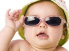 Las gafas de sol son fundamentales en el verano de los niños