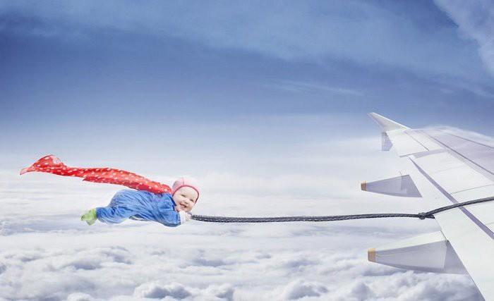 Un bebé nace en un avión y viajará gratis de por vida