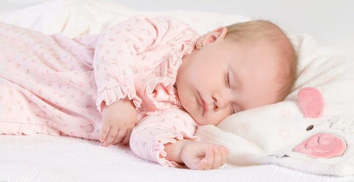 seguridad en la cuna del bebé