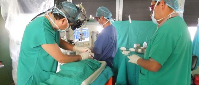 operacion de tumor a un bebe