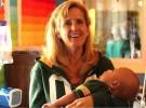 Una mujer adopta bebés que están a punto de morir