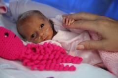 Unos pulpos de lana  ayudan a los bebés prematuros