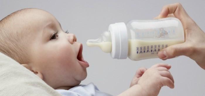 bebe y biberon