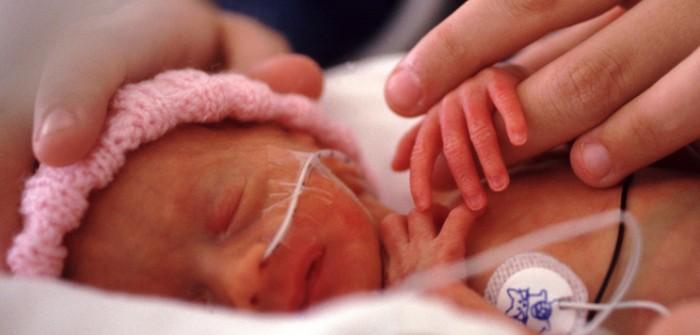 caricias para el bebé prematuro