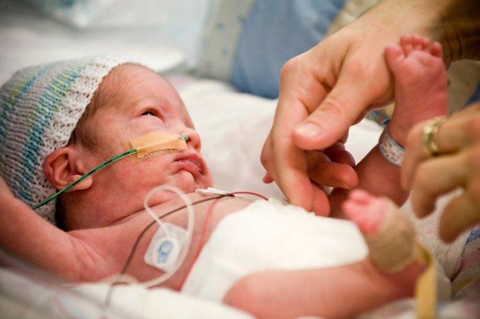 caricias y bebé prematuro