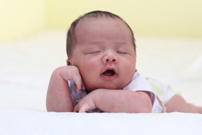 Causas por las que un bebé ronca
