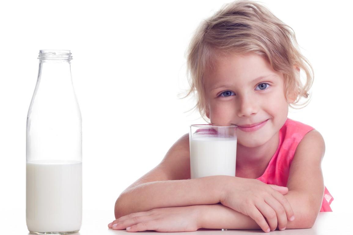la leche de vaca y los niños