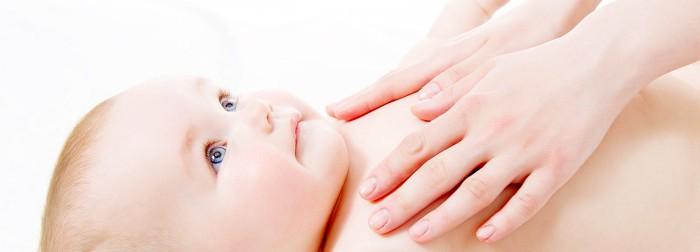 masaje al bebe con aceite de coco