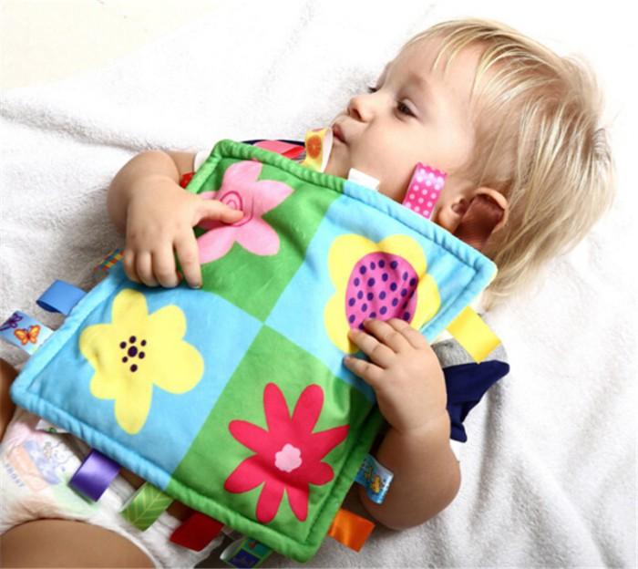 Bebé con su juguete