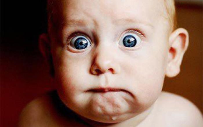 Bebé con cara de miedo