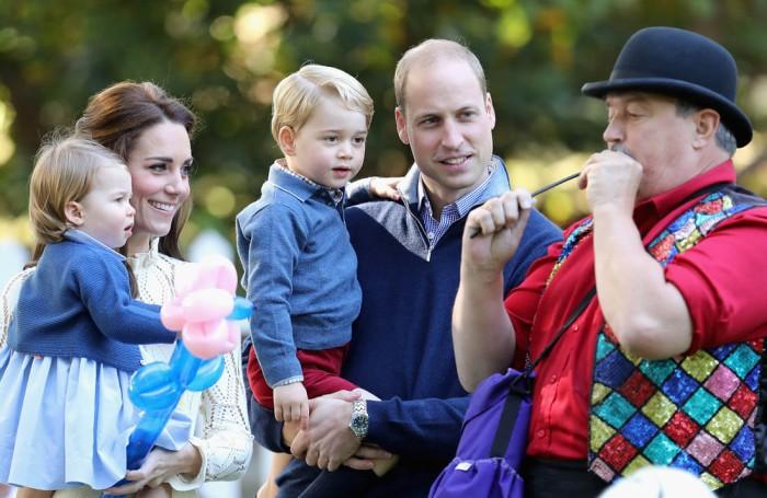 Duques de Cambridge con sus hijos