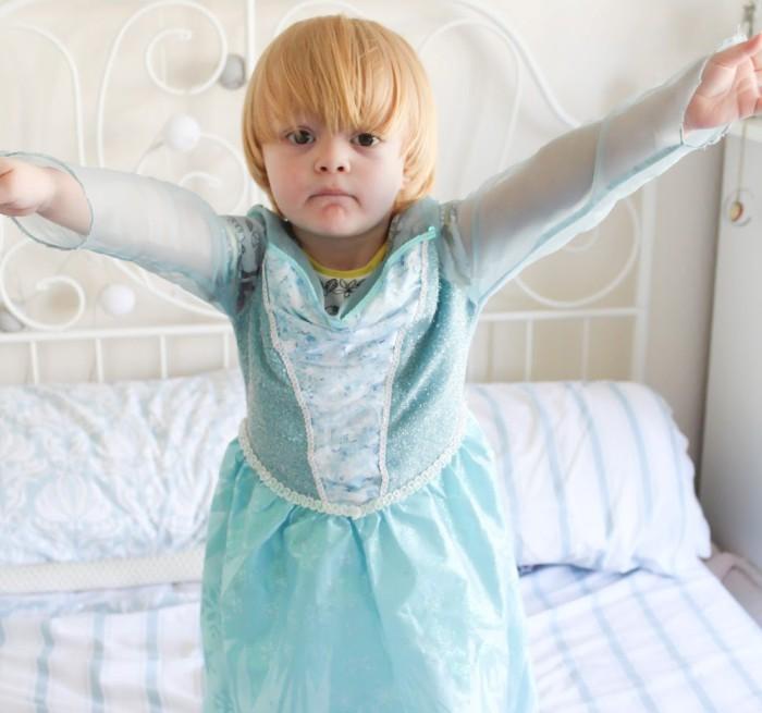 Noah vestido de Frozen