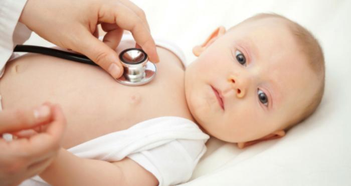 bebé en el pediatra