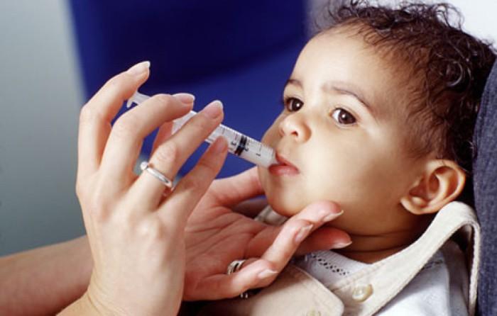 bebé tomando antibiótico