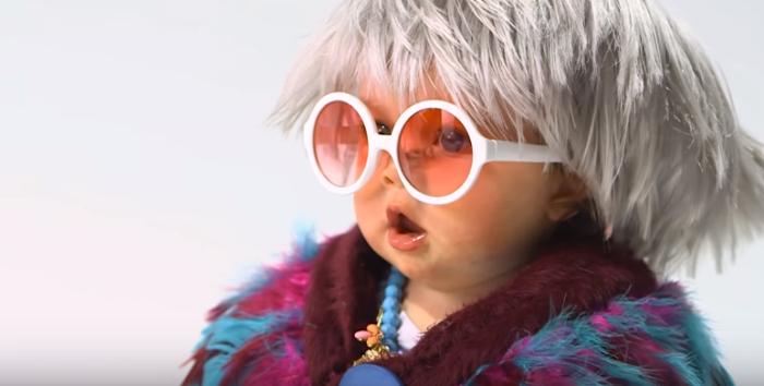 bebés disfrazados adultos famosos (3)