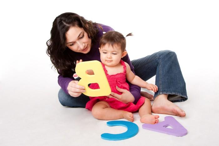 Madre jugando con su bebé