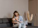 Fotos de lactancia: ventajas de un reportaje profesional